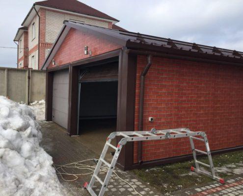 гараж из сэндвич-панелей с двускатной крышей